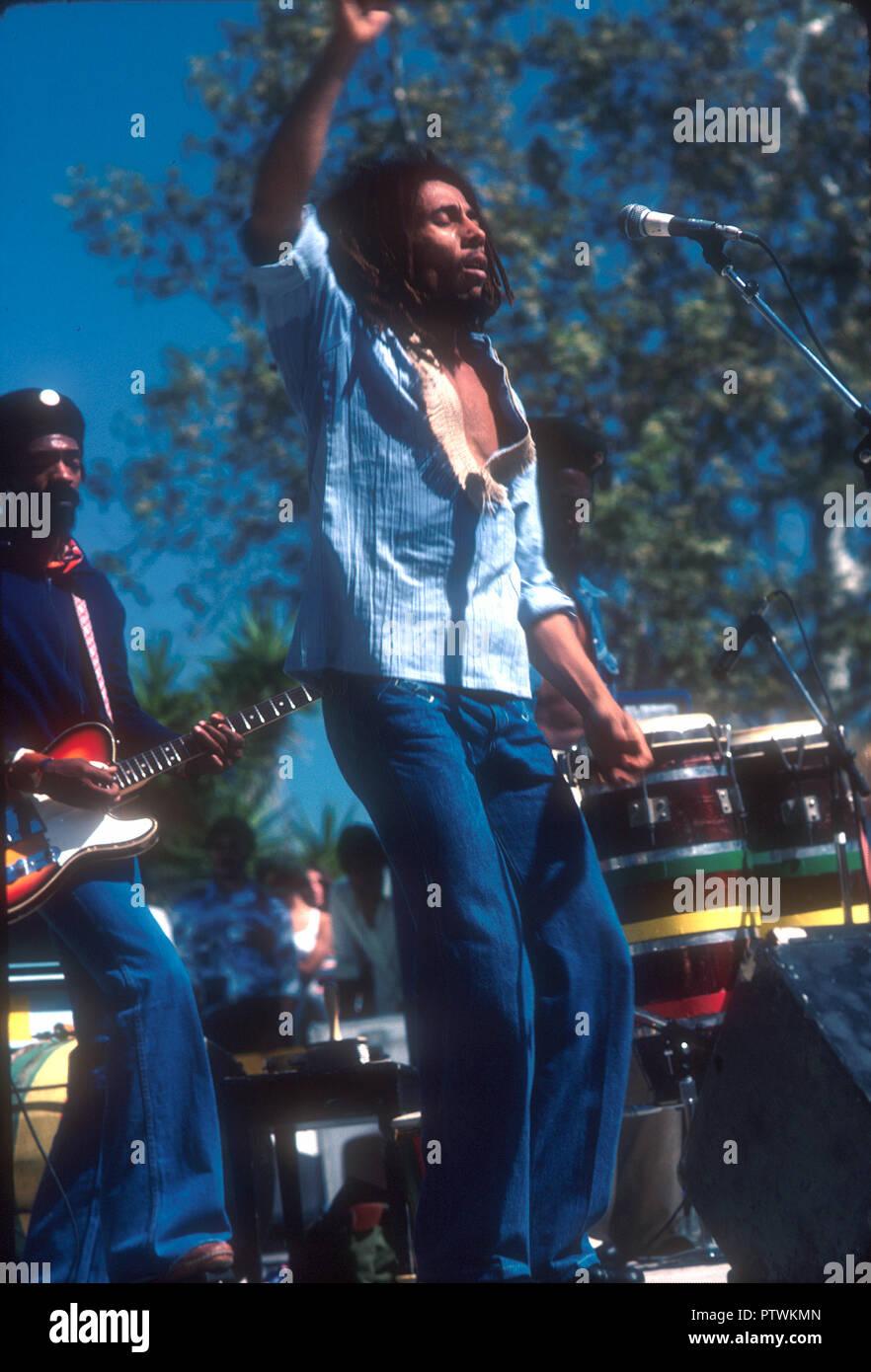 BOB MARLEY AND THE WAILERS in 1976 at the Santa Barbara County Bowl, California. Photo: Jeffrey Mayer - Stock Image