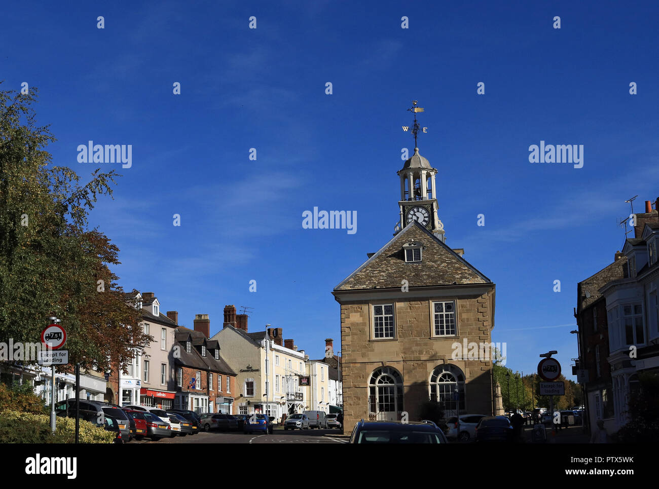 On a beautiful autumn morning the sun shines down on the town hall and Market Street in Brackley in Northamptonshire. - Stock Image