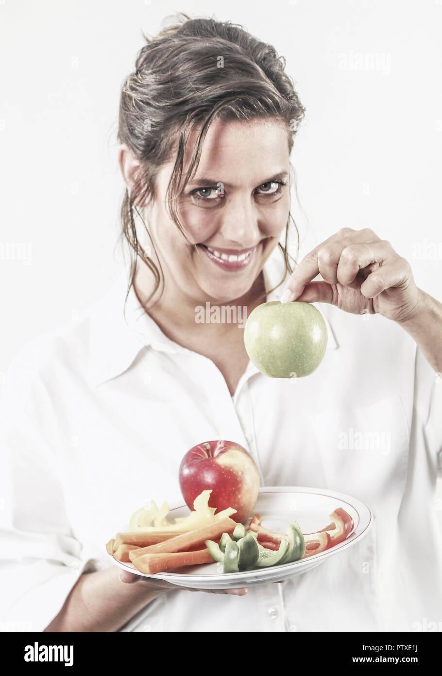 Frau mit Obst und Gemuese auf Teller (model-released) Stock Photo