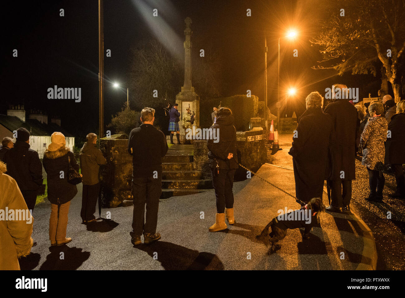 Strathblane, Stirlingshire, Scotland, UK. 11th Nov, 2018. Battle's Over - A Nation's Tribute. In the 6am darkness, pipers at the War Memorial in Strathblane/Blanefield join over 1000 pipers across the world to play 'The Battle's O'er'. The Battle's O'er, a traditional Scottish lament played at the end of battle commences the day's commemorations marking the Centenary of the end of the First World War Credit: Kay Roxby/Alamy Live News - Stock Image