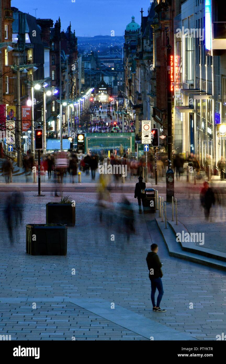 Late evening shoppers and workers in Glasgow city centre - Stock Image