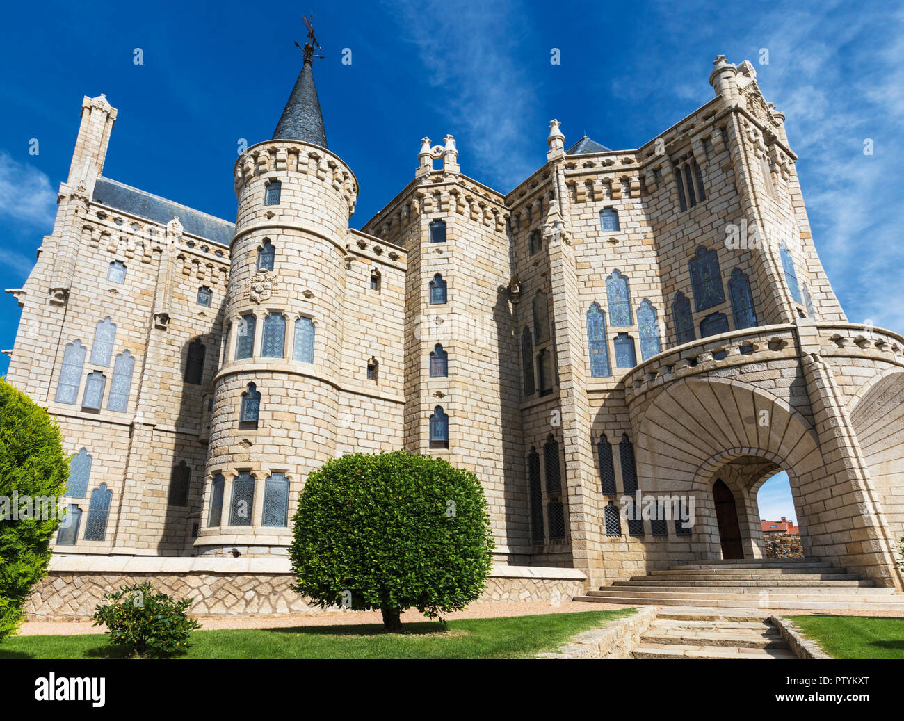 Astorga, Leon Province, Castile and Leon, Spain.  The Episcopal Palace, Palacio Espiscopal, designed by Catalan architect Antoni Gaudi.  Today the Pal - Stock Image