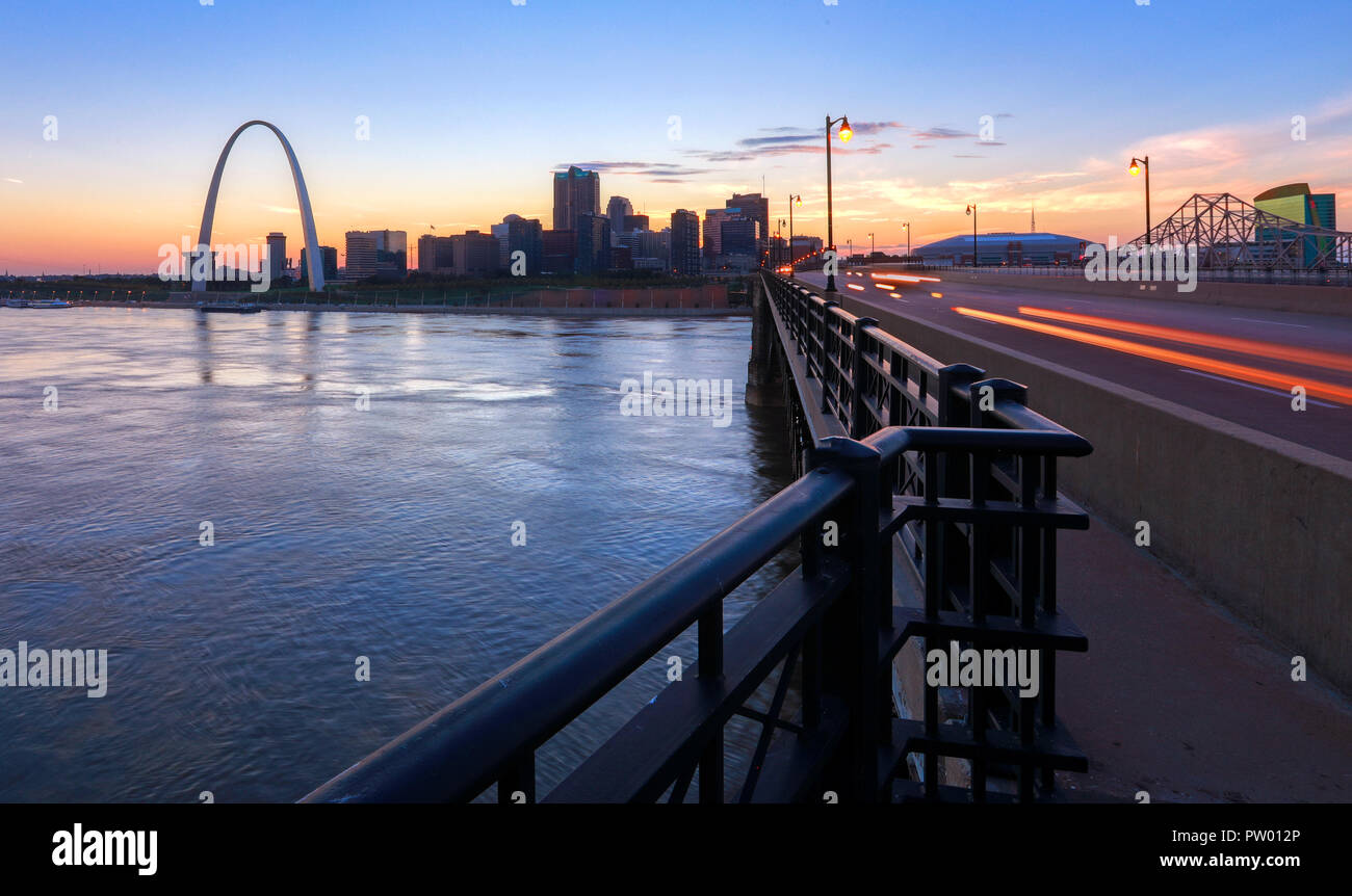 The St. Louis, Missouri skyline and Gateway Arch from Eads Bridge. - Stock Image