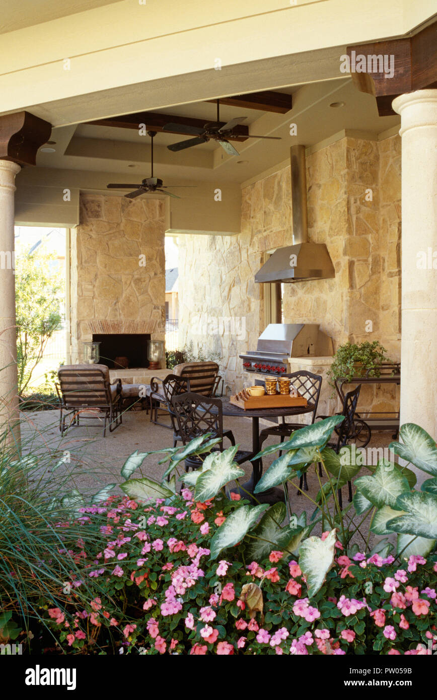 Luxury outdoor kitchen at residential home, Texas, USA Stock ...