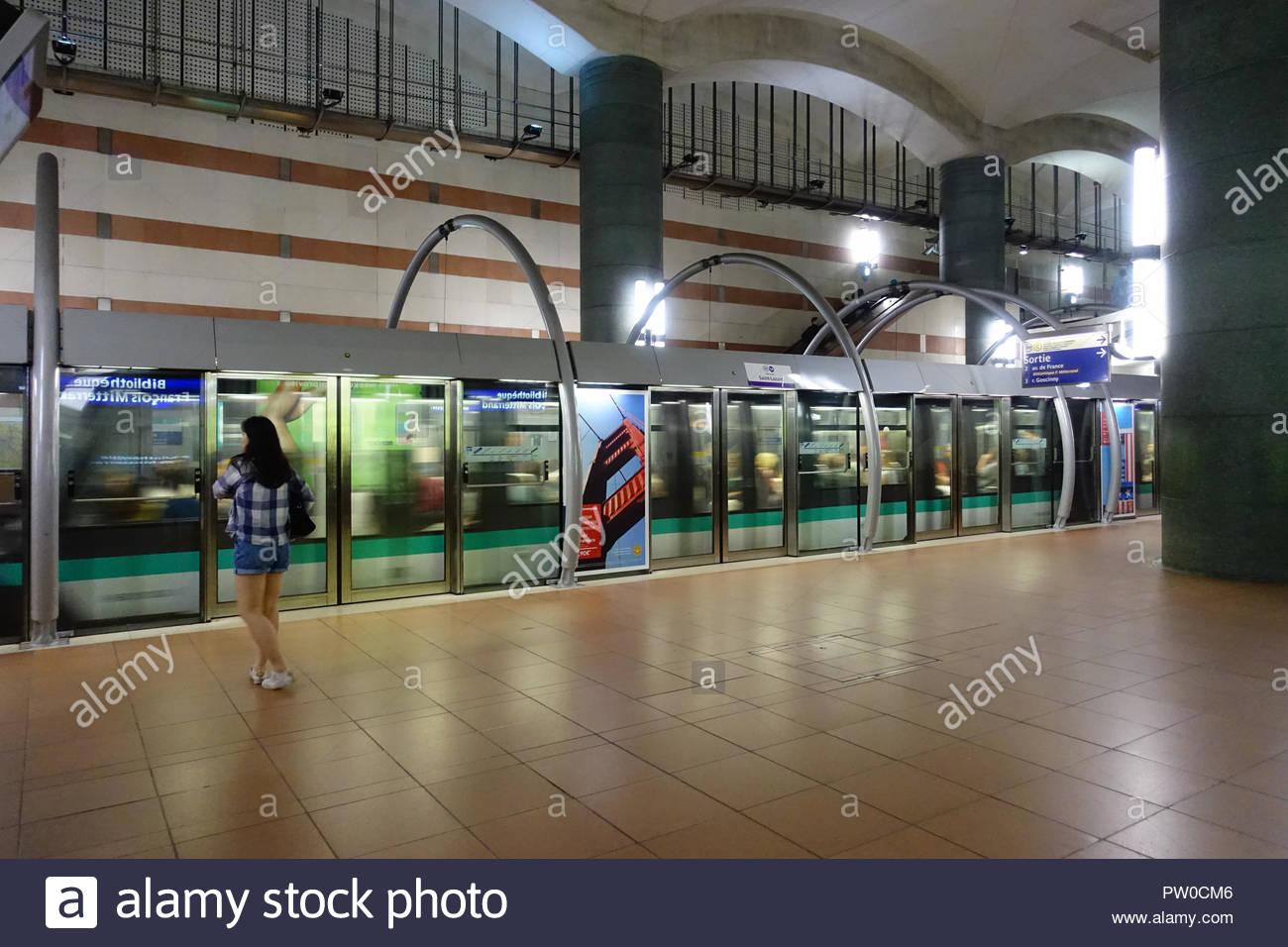 Paris, automatische Metro M14, Automatic Metro M14 Stock