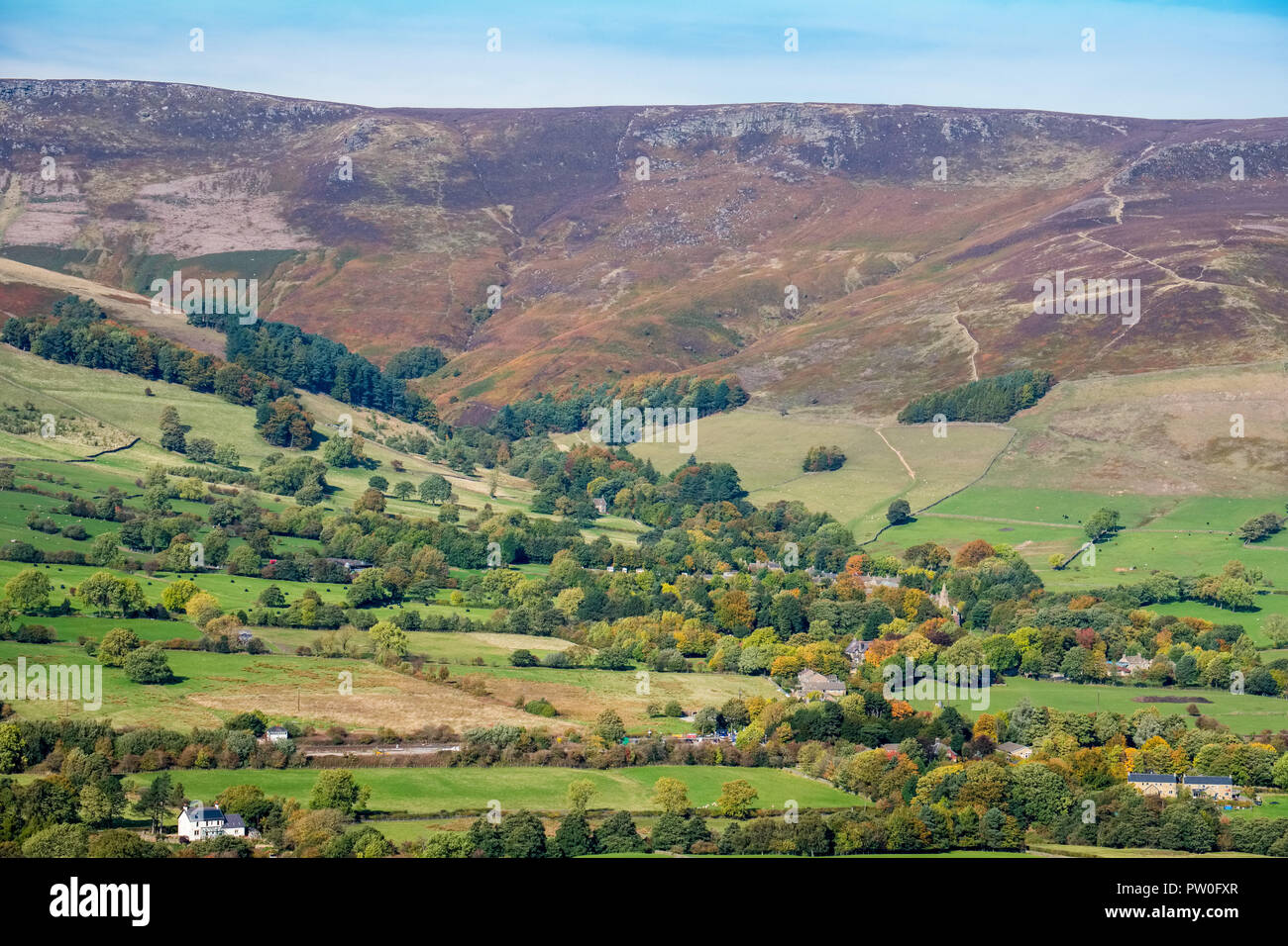 Edale village and the path leading to Ringing Roger and Kinder Scout, Peak District National Park - Stock Image