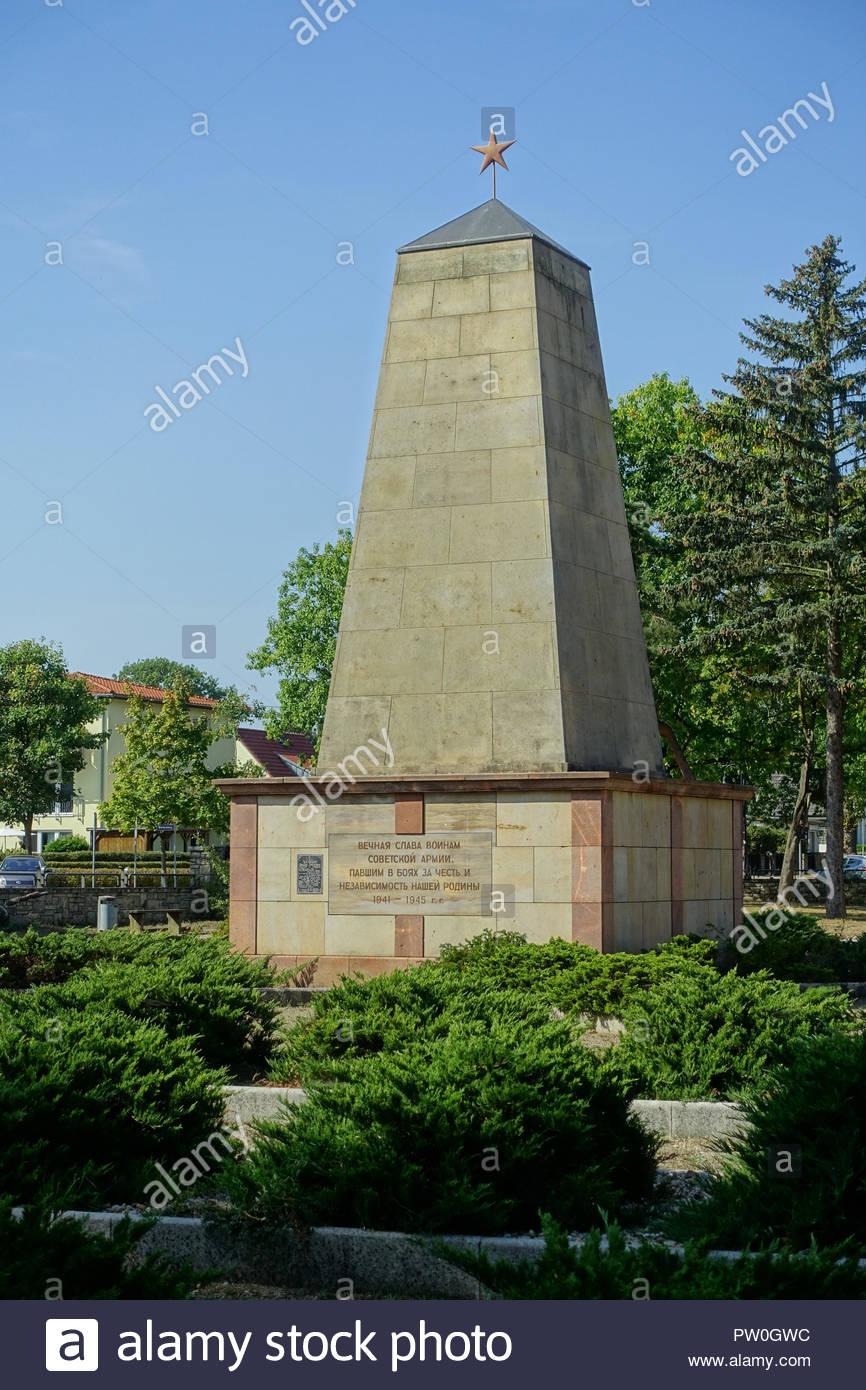 Woltersdorf, Sowjetischer Ehrenfriedhof, Grabstätte für 36 im Kampf gefallene Soldaten und Offiziere der Roten Armee (15569 Woltersdorf, Thälmannplatz - Stock Image