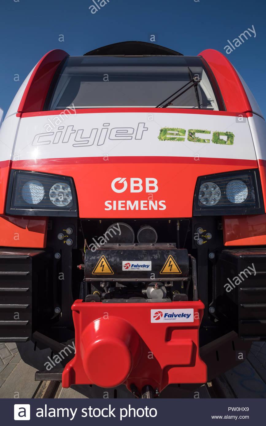 Personentriebwagen Siemens Cityjet Eco, Frontansicht (Ein Zug mit elektro-hybridem Batterieantrieb von Siemens für die ÖBB) - Stock Image