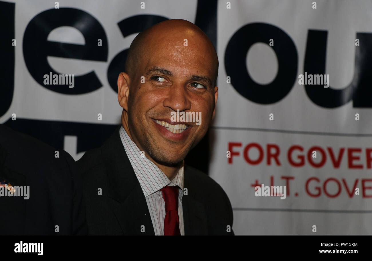 Maryland, USA. 10th Oct 2018. Cory Booker campaigning for democratic nominee for Maryland governor Ben Jealous at Cornerstone Grill and Loft in College Park, MD. Credit: Julia Nikhinson/Alamy Live News - Stock Image