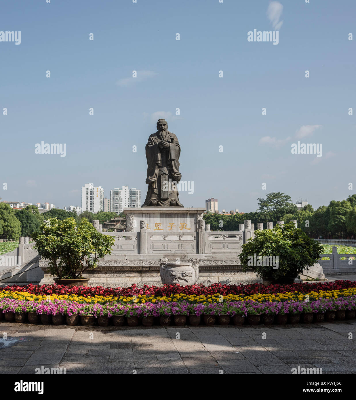 Statue of the great philosopher Confucius at the entrance to the Confucius temple gardens in Jiangshui Kunming. - Stock Image