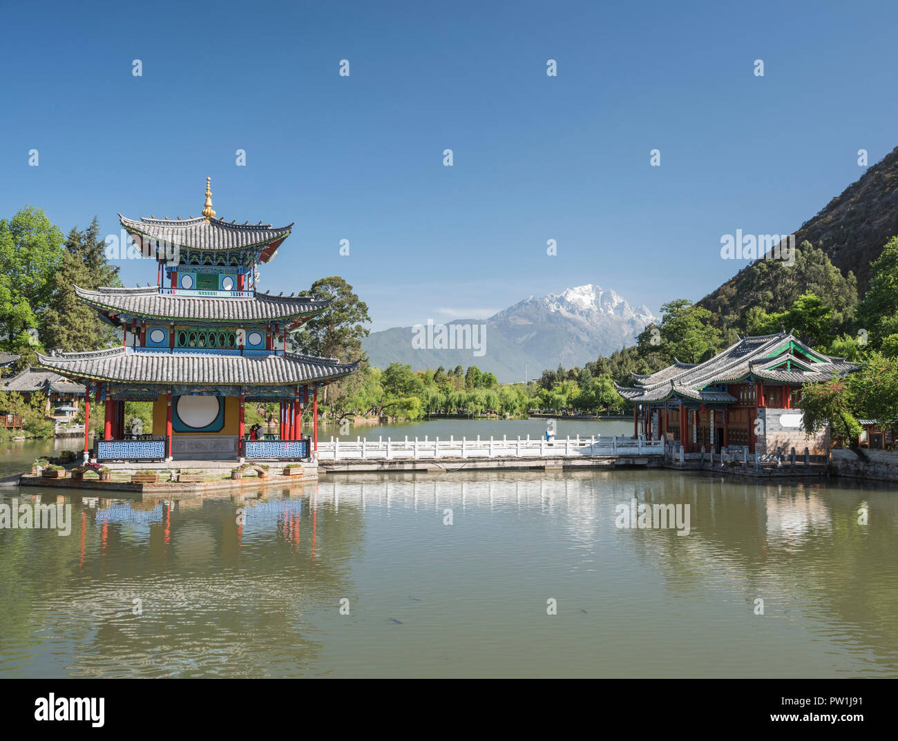 Looking across the Black Dragon Pool towards the Jade Dragon Snow Mountains of South West China Kunming. - Stock Image