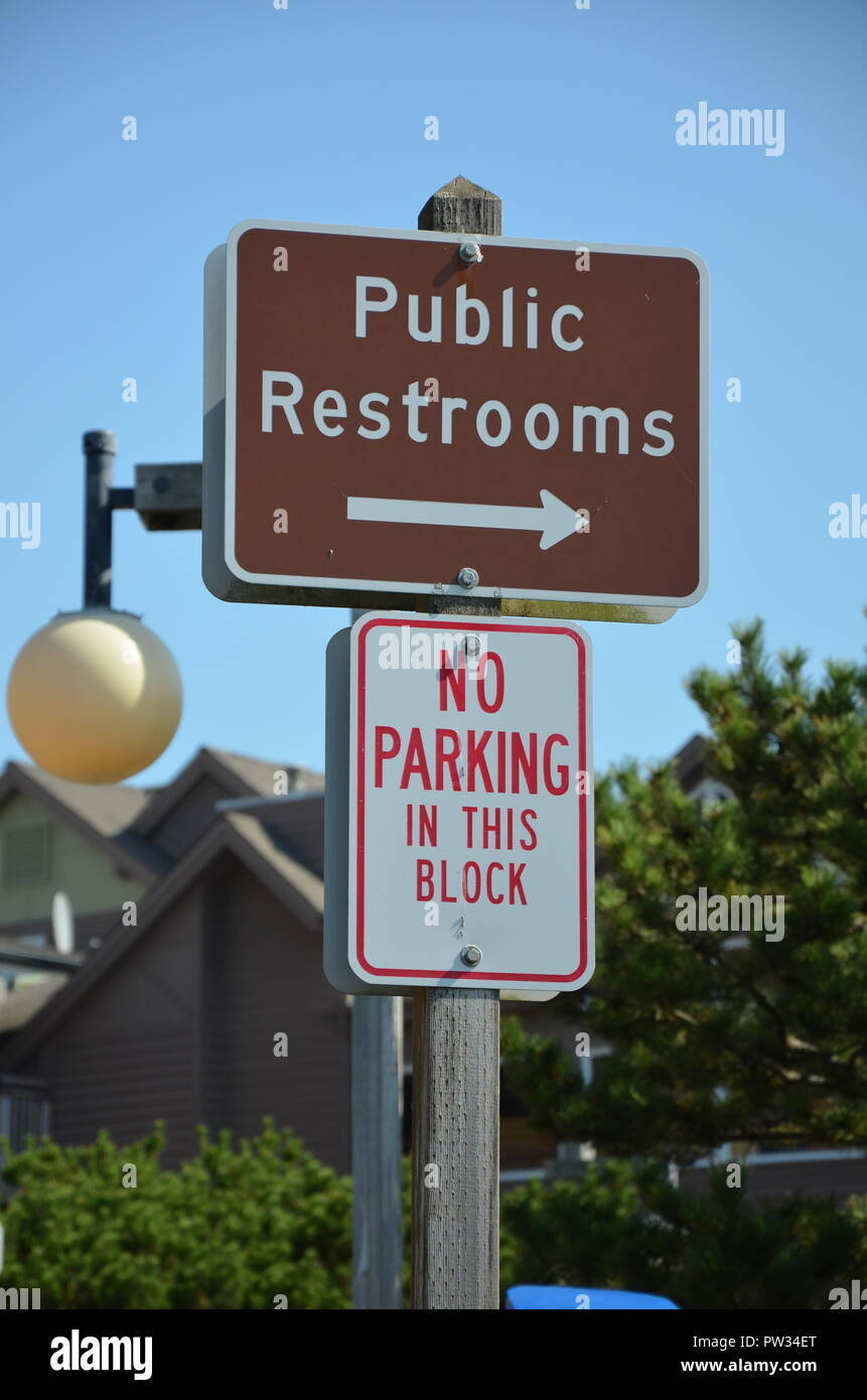 Information sign about public restrooms in Oregon, blue sky, sunny, outdoors, September, funny, Oregon coast - Stock Image