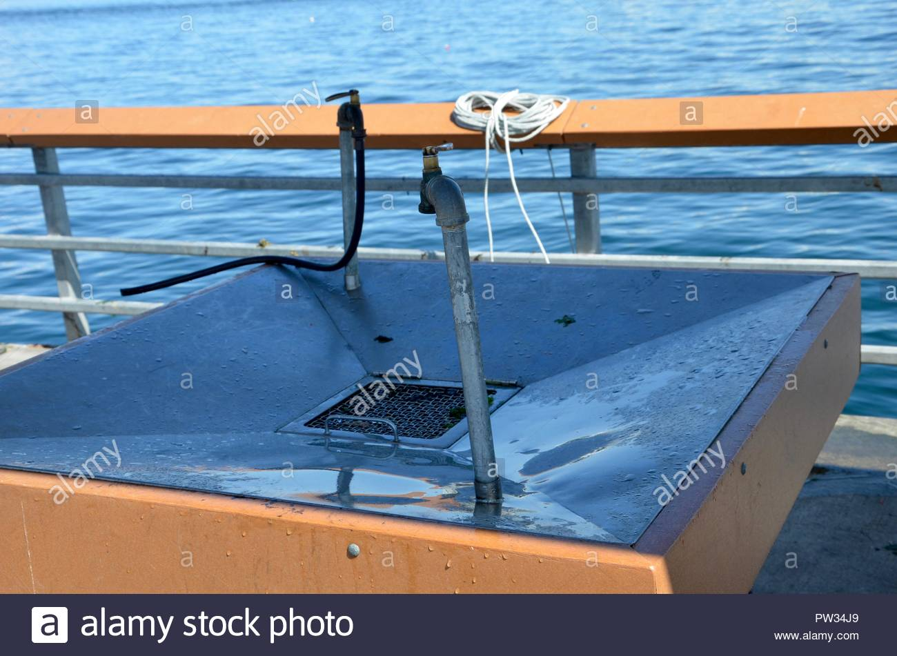 Wash basin for fish at harbor in Edmonds, Washington state, Pacific Coast, fishing, sea - Stock Image