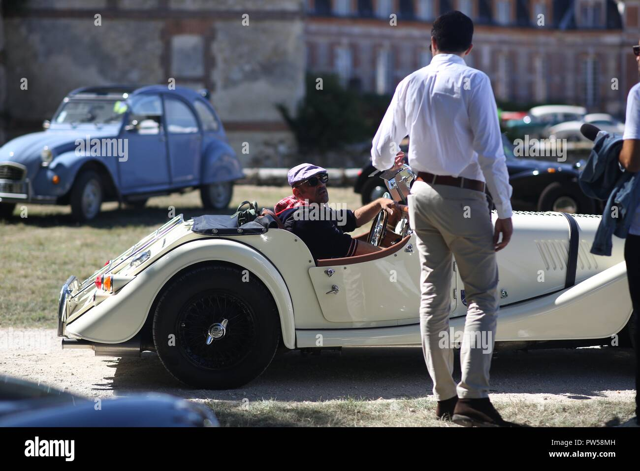 Arriving in a Morgan Plus 8 at Château de Neuville in Gambais (78) – France. - Stock Image