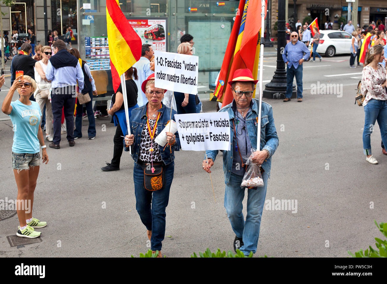 Protestors at anti-Catalan independence rally, Barcelona, Spain. - Stock Image