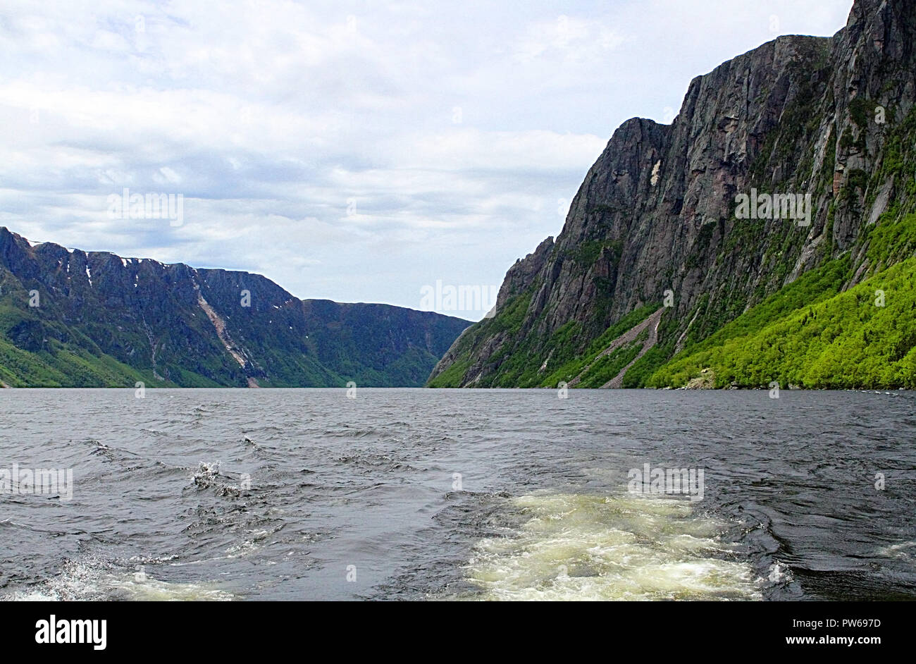 Western Brook Pond and Gros Morne National Park, Newfoundland, Canada, from the tour boat and Tabletop Mountains, inland fjiord - Stock Image