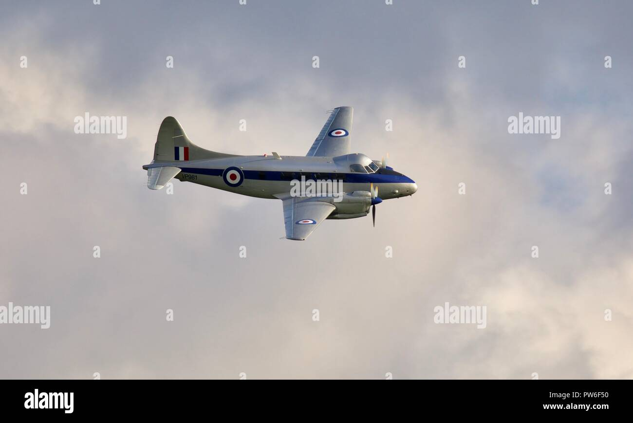 de Havilland DH104 Devon (VP981) flying at the IWM Duxford 2018 Battle of Britain airshow - Stock Image