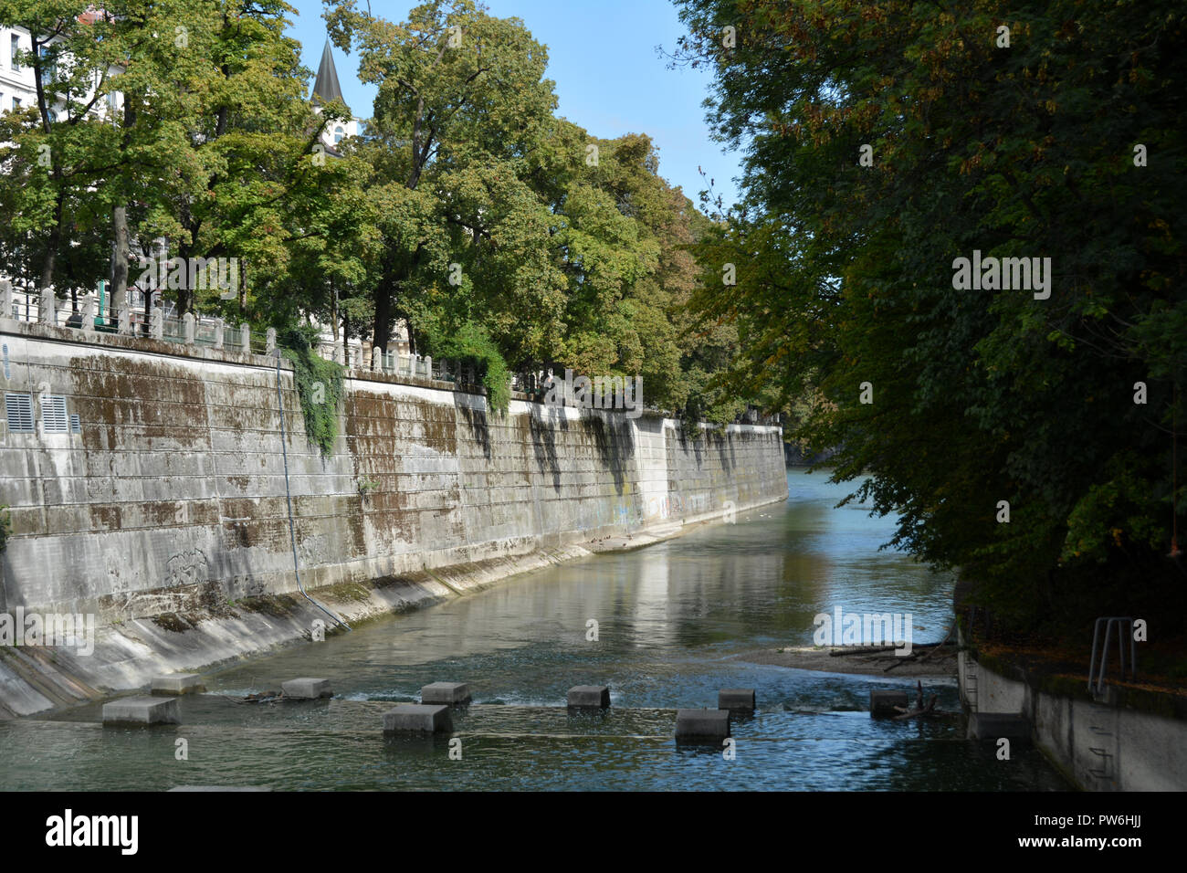 The River Isar at low level in Munich - Stock Image