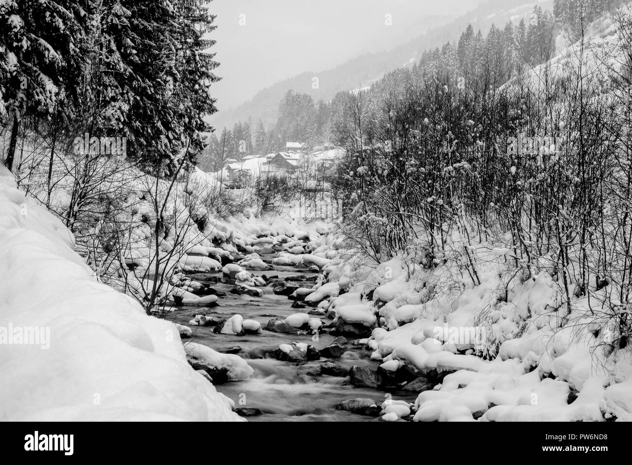 Ein Fluss im Winter.Alpen. Stock Photo