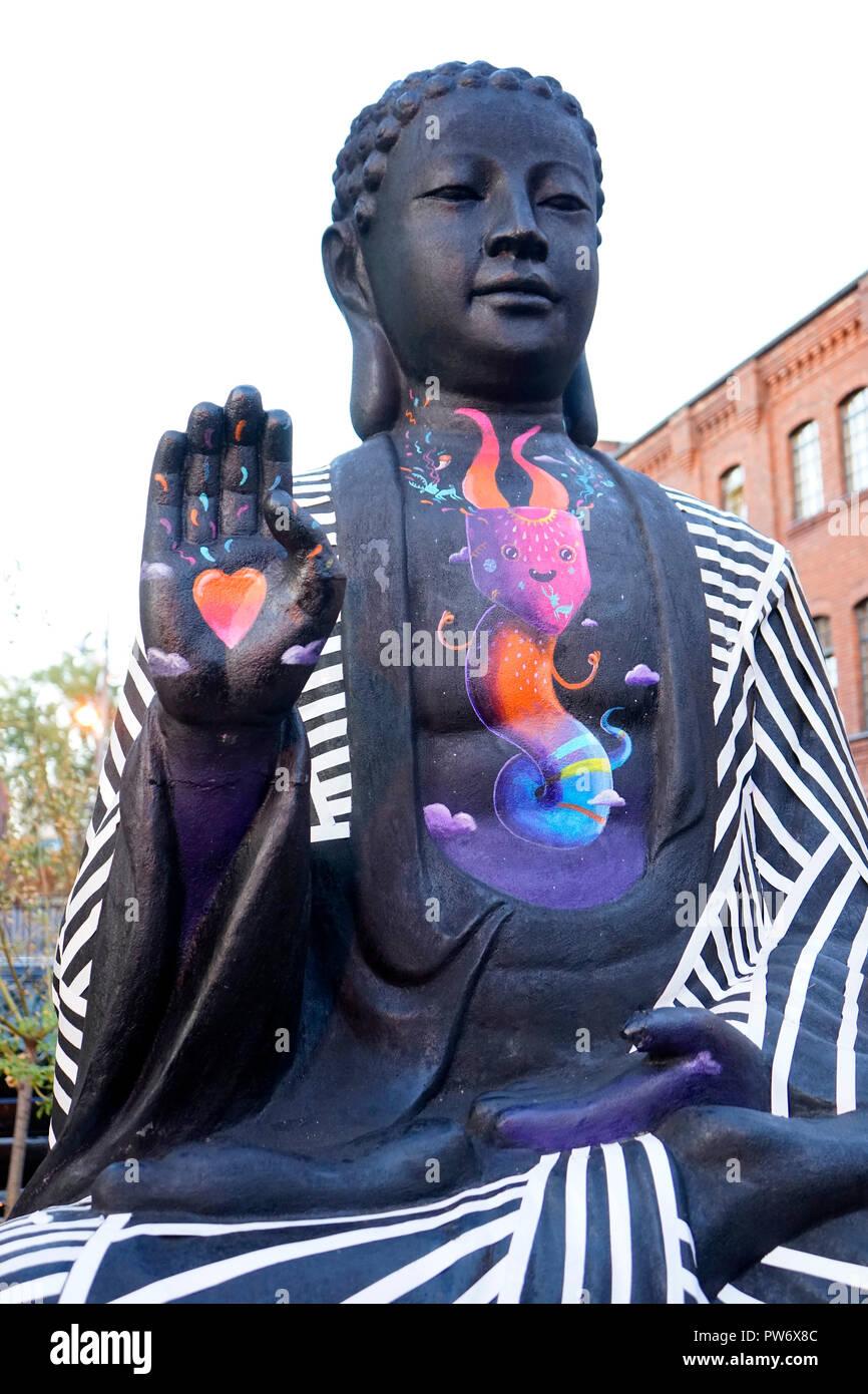Eine Bemalte Buddafigur Berlin Kreuzberg Nur Fuer Redaktionelle Verwendung Keine Werbung Referenzdatenbank 360 Berlinde C Jens Knapp