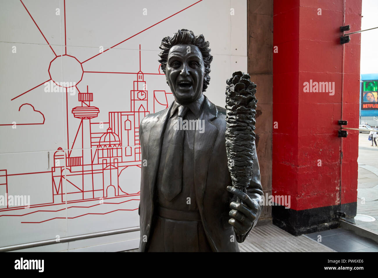Ken Dodd statue at Lime Street station Liverpool Merseyside England UK - Stock Image