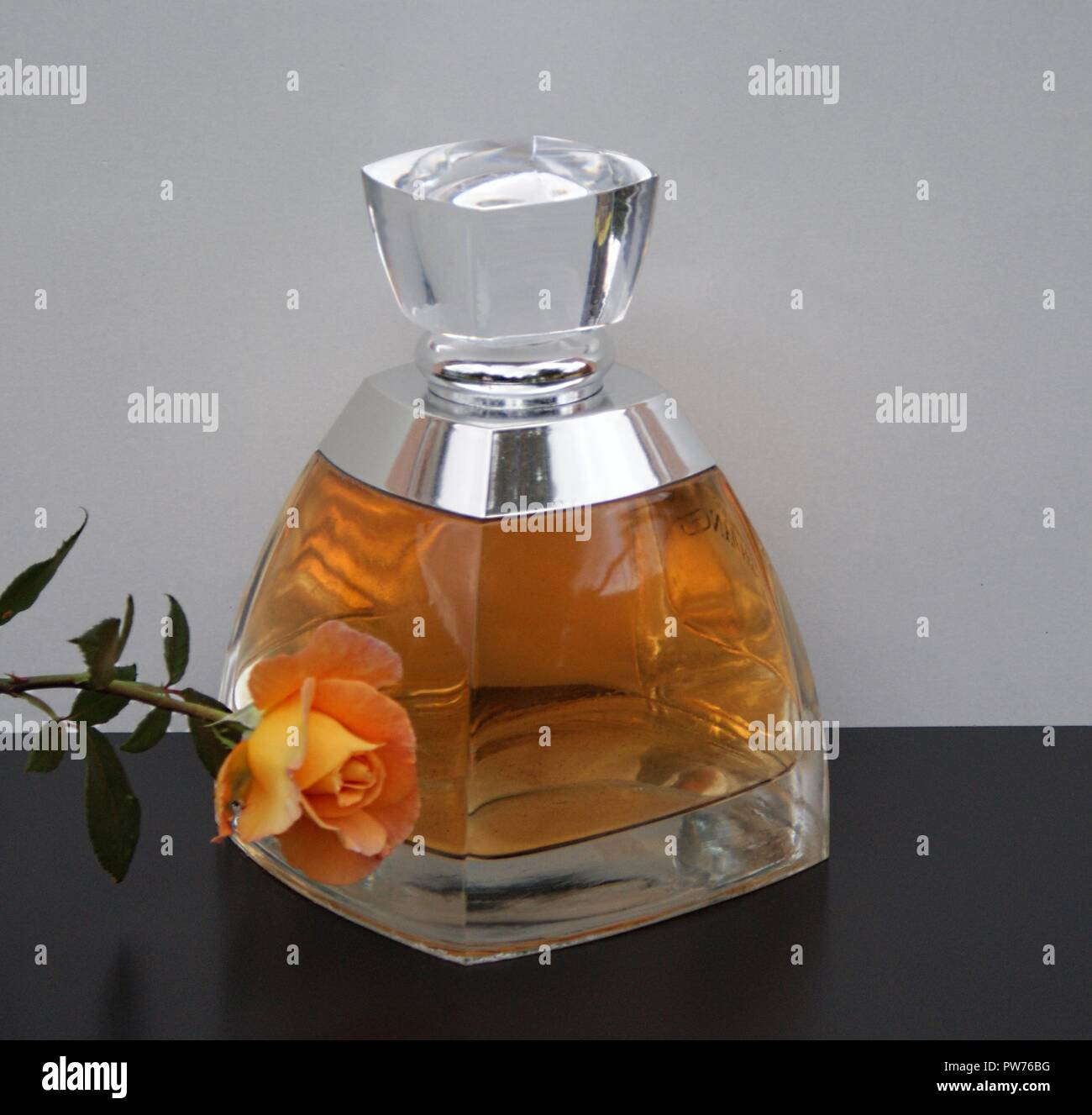 Vera Wang, fragrance for ladies, large perfume bottle decorated with an English rose - Stock Image