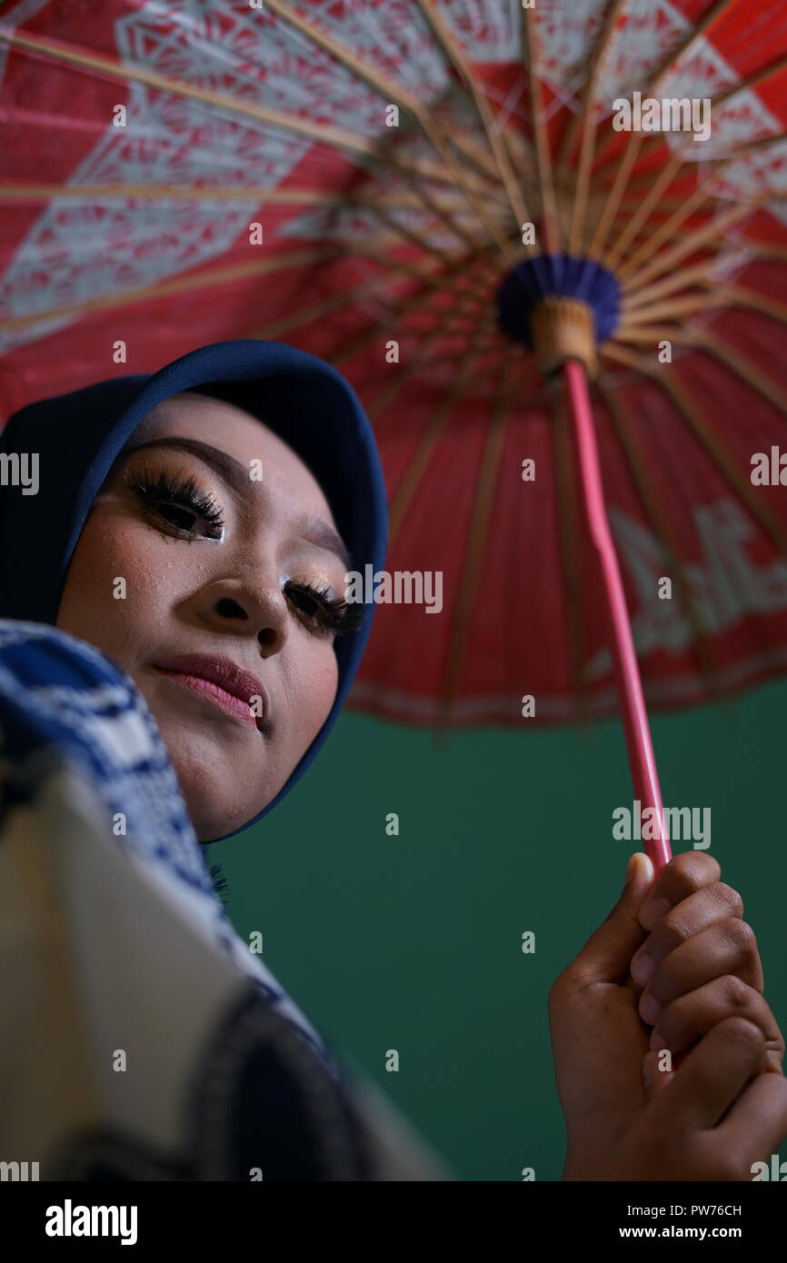 Young Japanese Muslim Girl in Kimono with umbrella - Stock Image