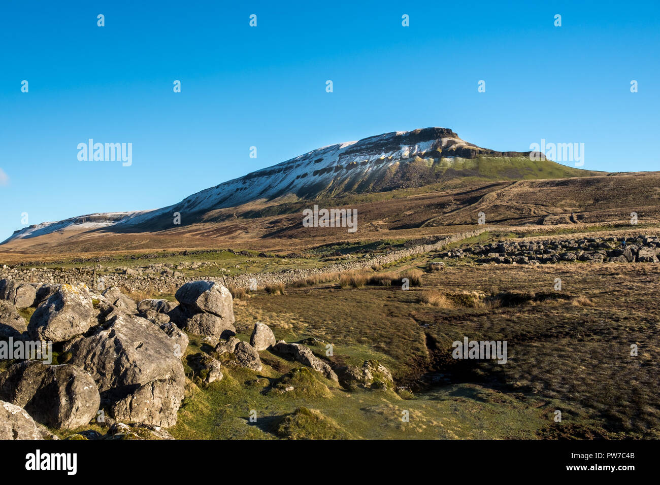 View on snowcapped Pen-y-Ghent in North Yorkshire - Stock Image