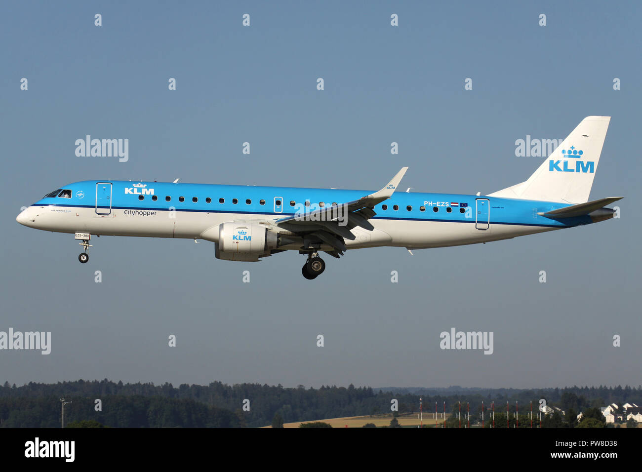 Dutch KLM Embraer ERJ-190 (old livery) with registration PH