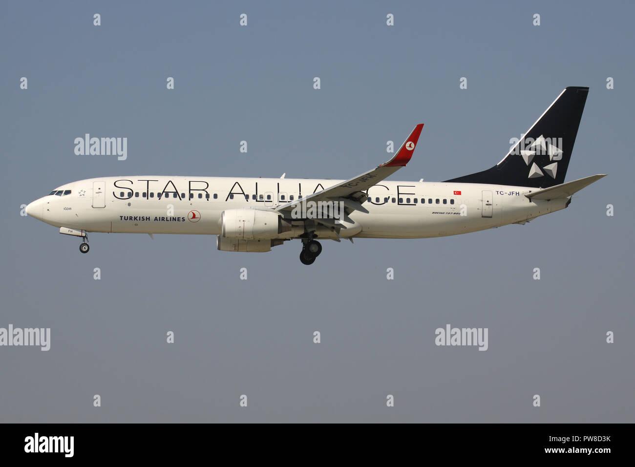 B737 800 Plane Stock Photos & B737 800 Plane Stock Images