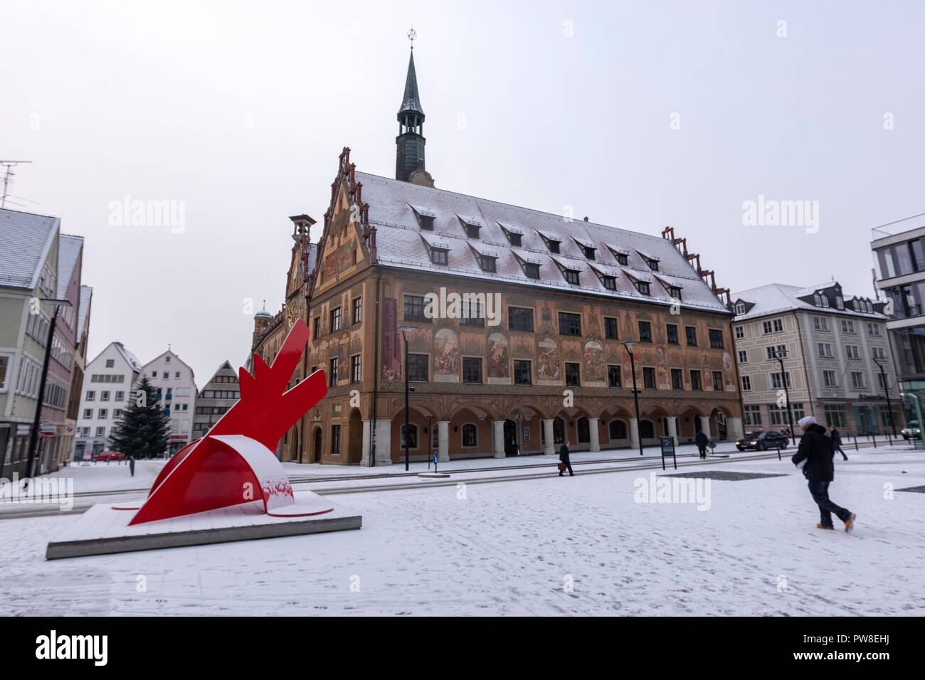 Rathaus and Red Dog for Landois, Roter Hund by Keith Haring, sculpture in Hans-und-Sophie-Scholl-Platz,  Ulm, Baden-Württemberg, Germany - Stock Image