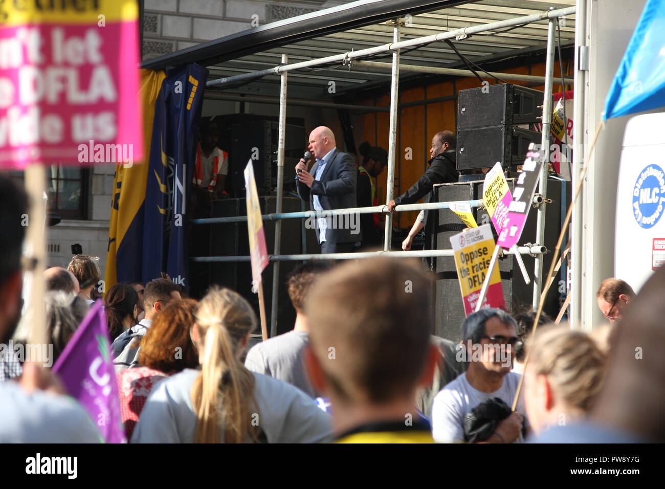 London, UK. 13th October, 2018. A counter protest organised by campaign group Stand Up To Racism  marches and rallies  in Whitehall. The purpose of the protest was to prevent the far right group DFLA (Democratic Football Lads Alliance) from marching through Whitehall and past Parliament.Stee Hedley, Assistant General Secretary of the RMT union addresses the crowd. Roland Ravenhill/Alamy Live News - Stock Image