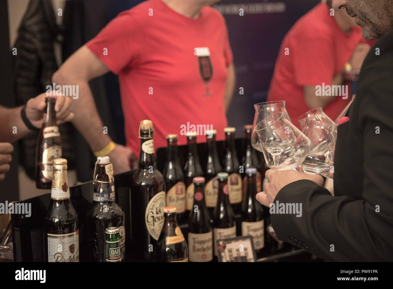 Athens, Greece. 13th Oct, 2018. A man seen holding empty glasses during the exhibition.The 5th Zythognosia Exhibition, people get a chance during the exhibition to taste multiple brews and premium beers from different brands and companies like Levante for Zante Lager, Asylum for Asylum saison, Mikonu for Mikonu Pale Ale, Deals for Fischer, Samichlaus and Cava di patsi for Flaros Session Ale in Zappeion Megaron in Athens. Credit: Nikolas Joao Kokovlis/SOPA Images/ZUMA Wire/Alamy Live News - Stock Image