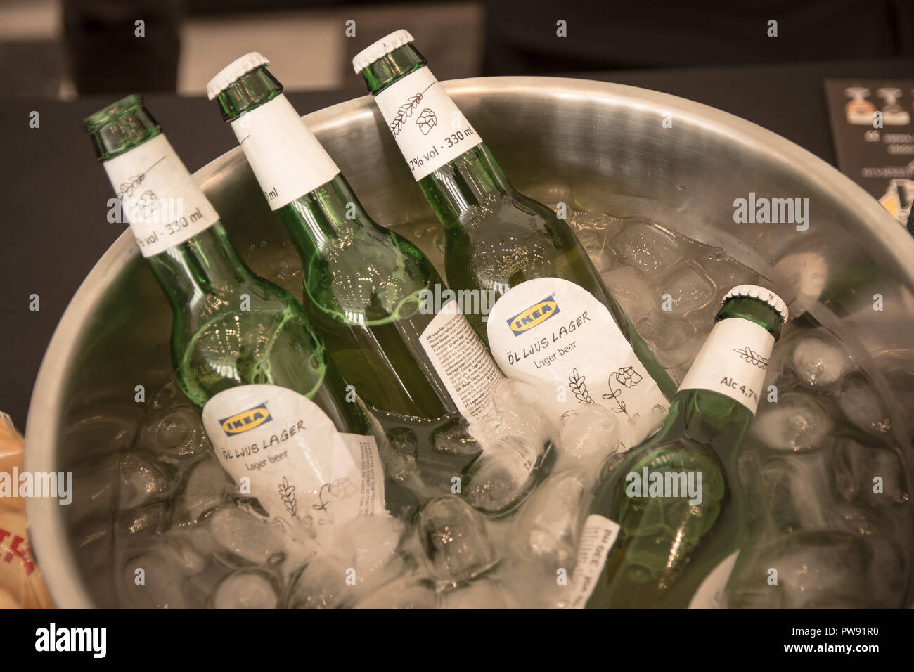 Athens, Greece. 13th Oct, 2018. Bottles of beer seen in a bowl of ice during the exhibition.The 5th Zythognosia Exhibition, people get a chance during the exhibition to taste multiple brews and premium beers from different brands and companies like Levante for Zante Lager, Asylum for Asylum saison, Mikonu for Mikonu Pale Ale, Deals for Fischer, Samichlaus and Cava di patsi for Flaros Session Ale in Zappeion Megaron in Athens. Credit: Nikolas Joao Kokovlis/SOPA Images/ZUMA Wire/Alamy Live News - Stock Image