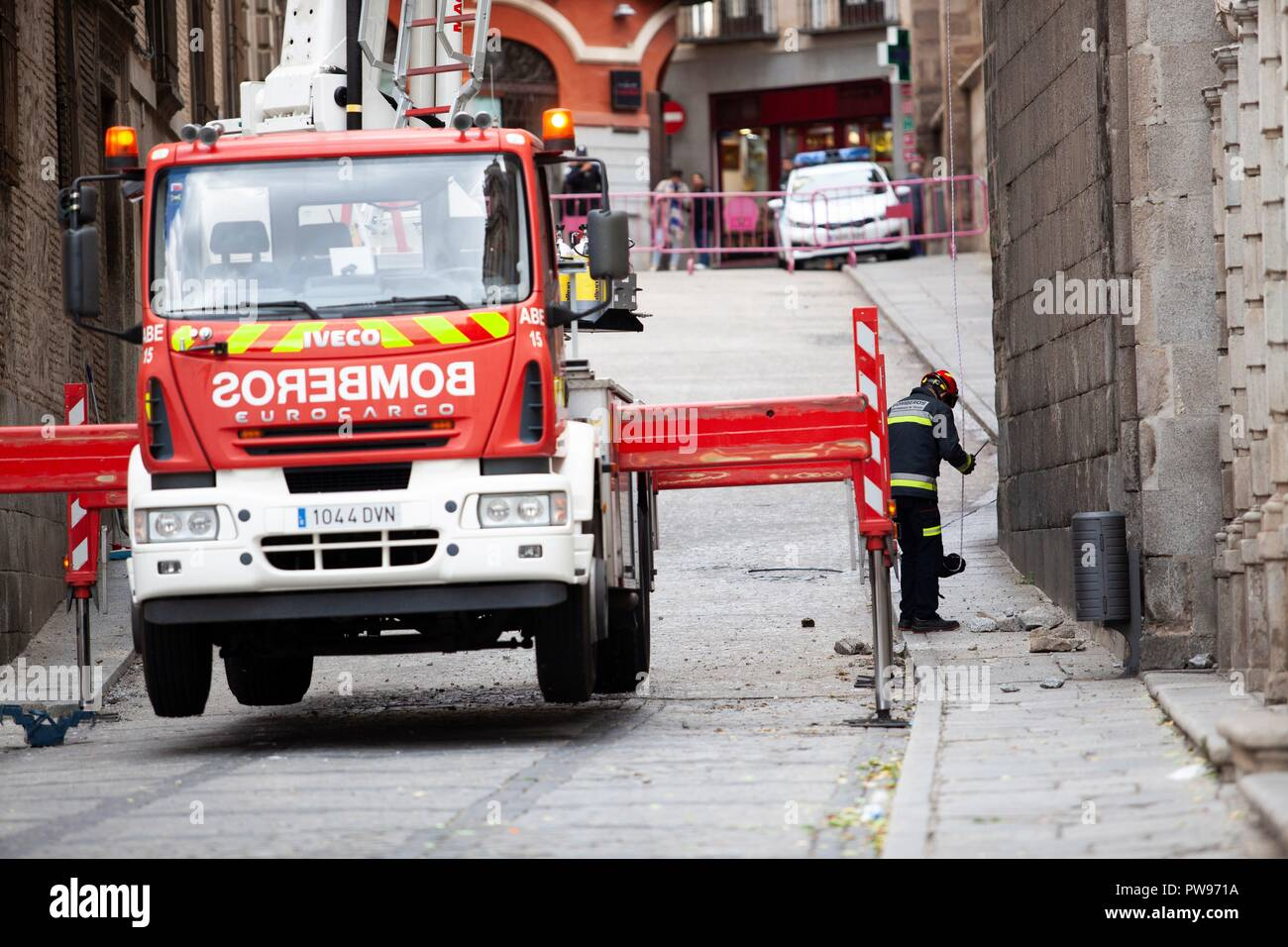 Toledo, Spain  14th Oct, 2018  Firefighters inspect the