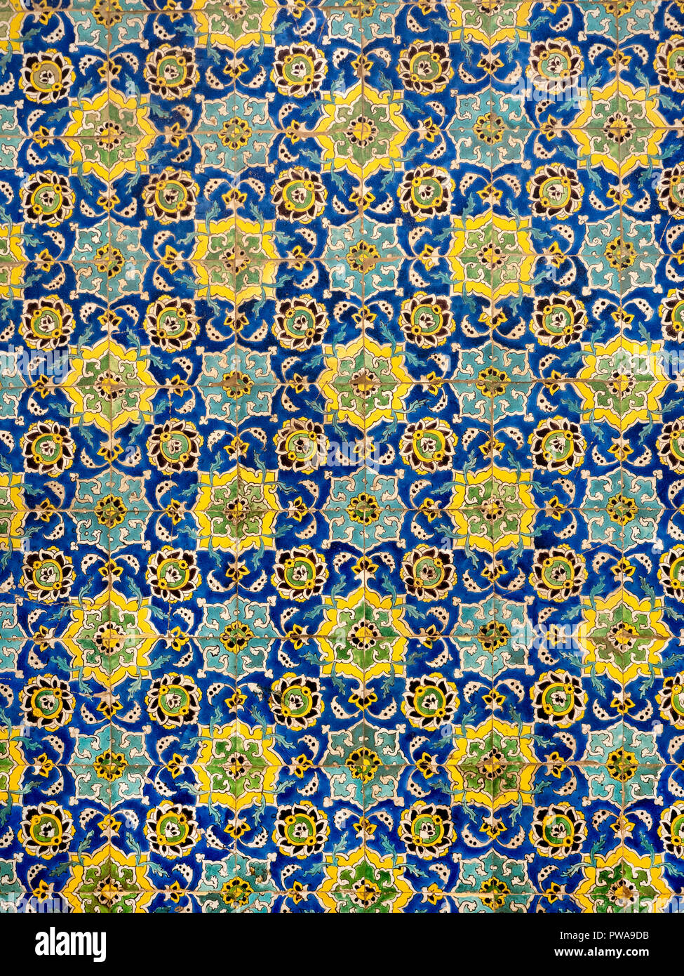 Floral pattern on tiles of Sheikh Lotfollah Mosque, Isfahan, Iran - Stock Image