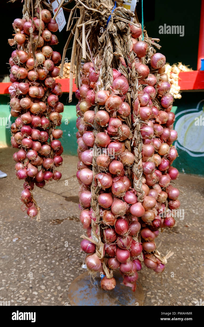 Onions for sale in a market, Sancti Spiritus - Stock Image