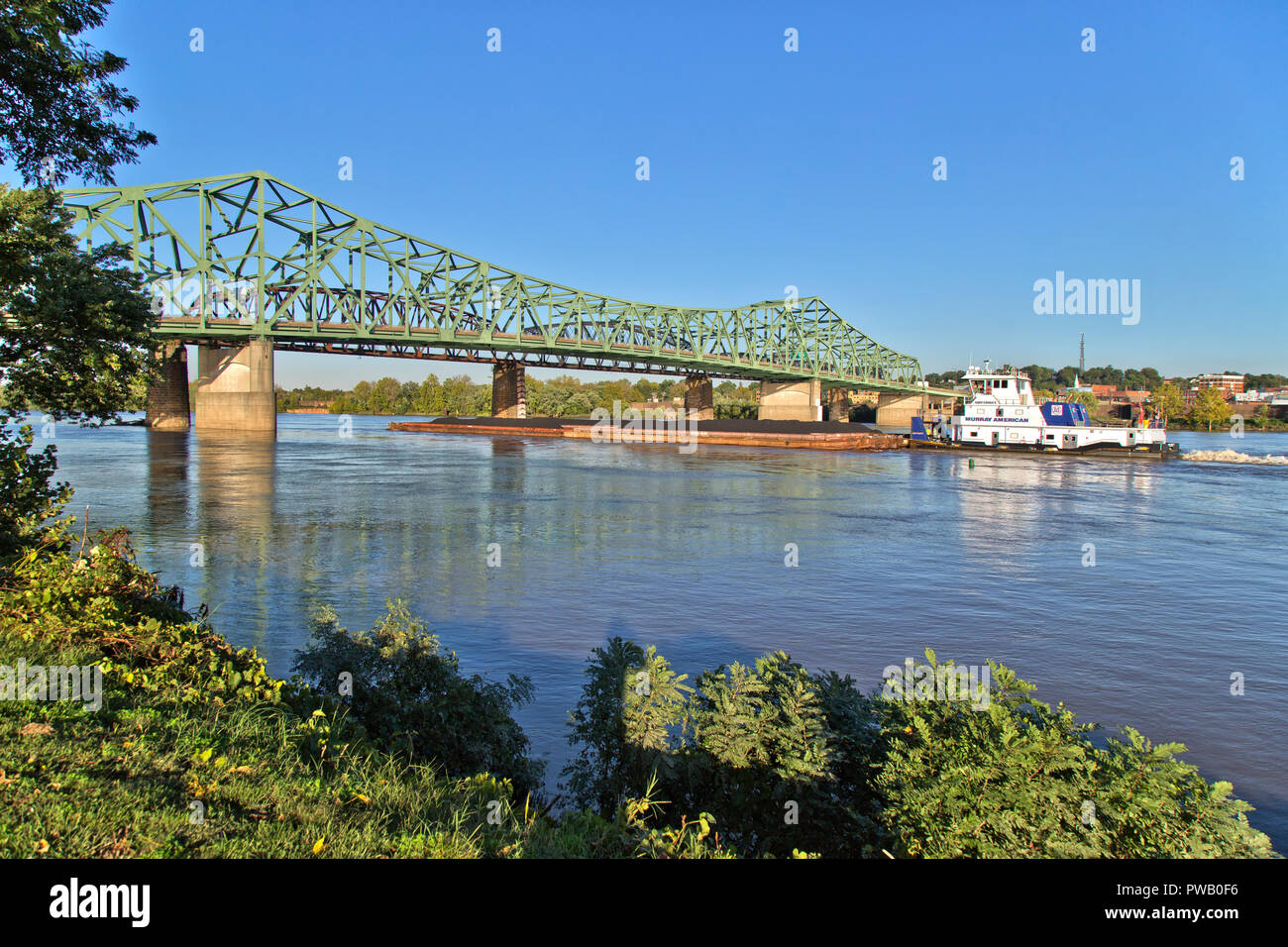 Tugboat pushing coal barges, Ohio River, Parkersburg in the background,  Washington County, West Virginia. - Stock Image
