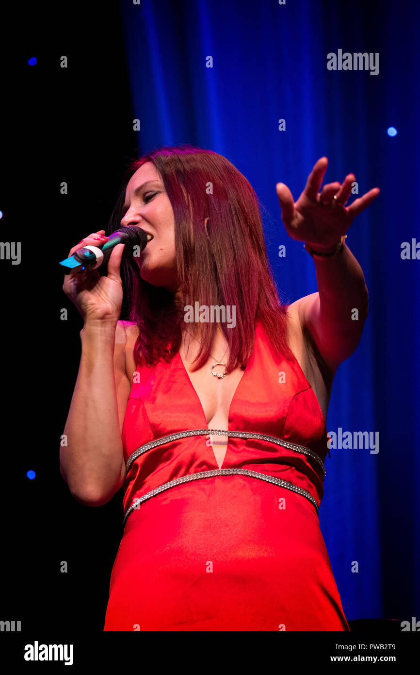Jo Harrop sings Peggy Lee with special guest Toni Kofi, Scarborough Jazz festival 2018 - Stock Image