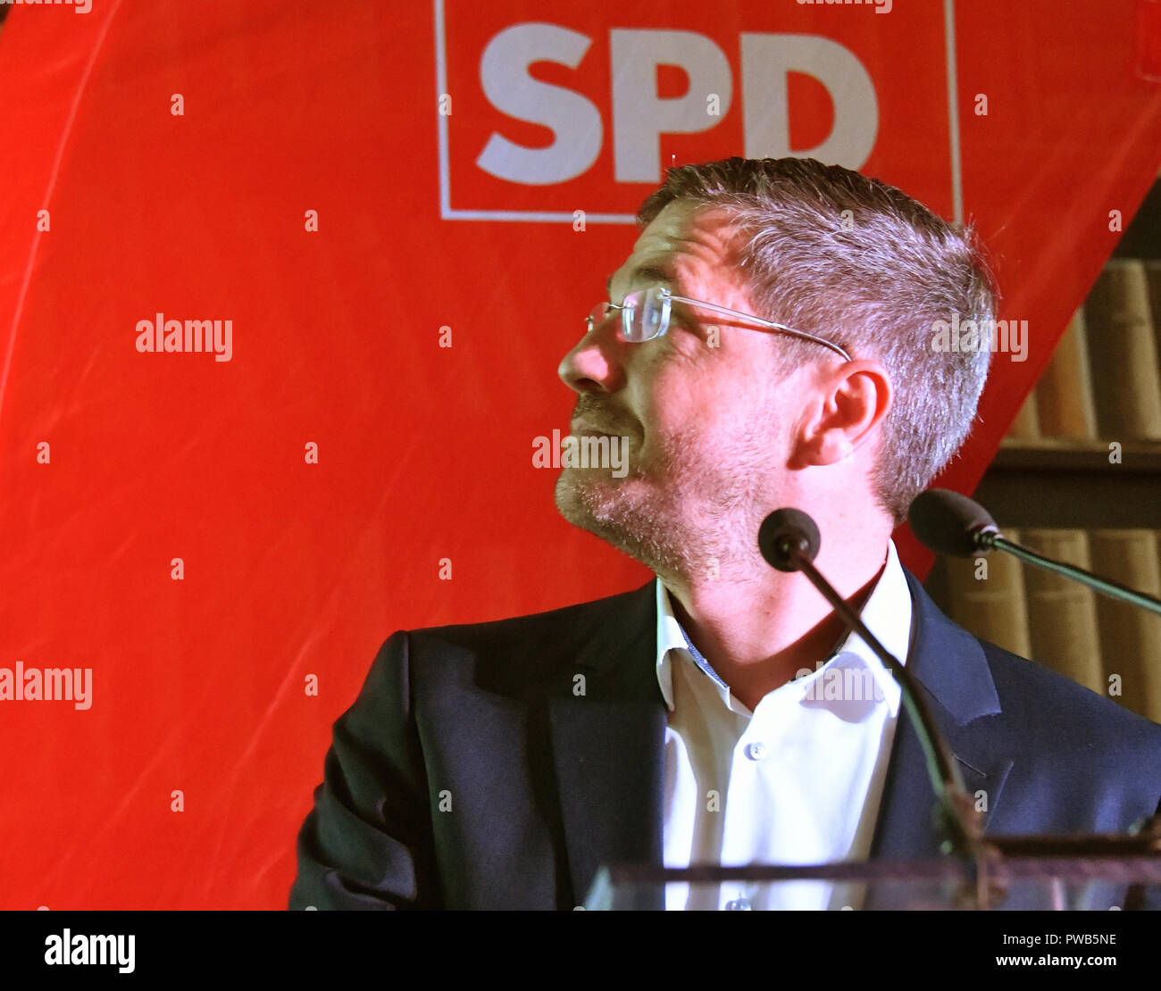 Potsdam, Brandenburg. 14th Oct, 2018. 14 October 2018, Germany, Potsdam: Mayor candidate Mike Schubert (SPD) is waiting for the first results of the count. Credit: Bernd Settnik/dpa-Zen tralbild/dpa/Alamy Live News - Stock Image