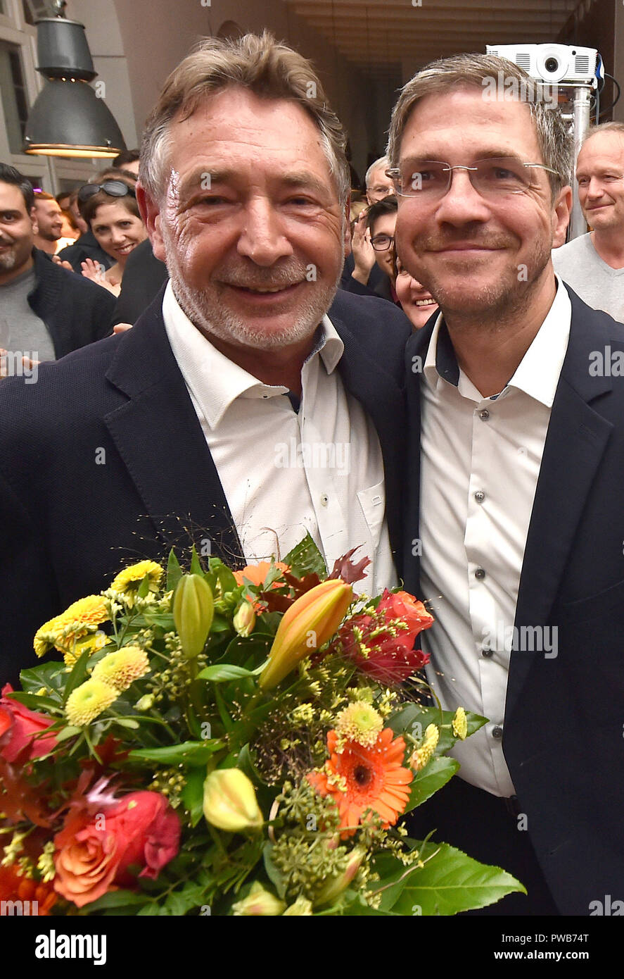 Potsdam, Brandenburg. 14th Oct, 2018. 14 October 2018, Germany, Potsdam: Jann Jakobs (SPD, L), Lord Mayor of Potsdam, congratulates Mike Schubert (SPD) on his victory at the election party. Schubert was elected new Lord Mayor with 55.3 percent of the votes. Credit: Bernd Settnik/dpa-Zen tralbild/dpa/Alamy Live News - Stock Image