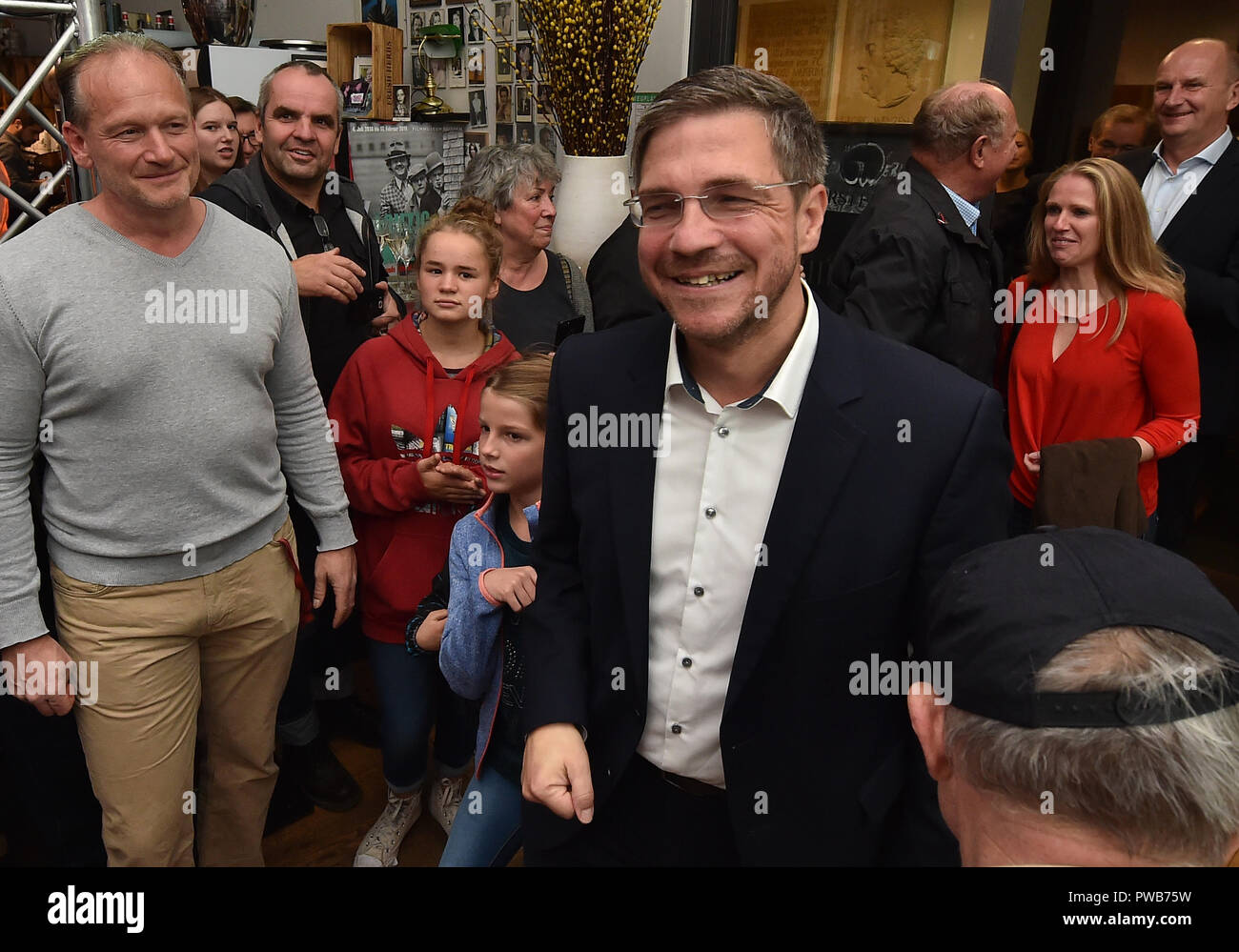 Potsdam, Brandenburg. 14th Oct, 2018. 14 October 2018, Germany, Potsdam: The comrades celebrate Mike Schubert (SPD) at the election party. He was elected the new Lord Mayor with 55.3 percent of the votes. Credit: Bernd Settnik/dpa-Zen tralbild/dpa/Alamy Live News - Stock Image