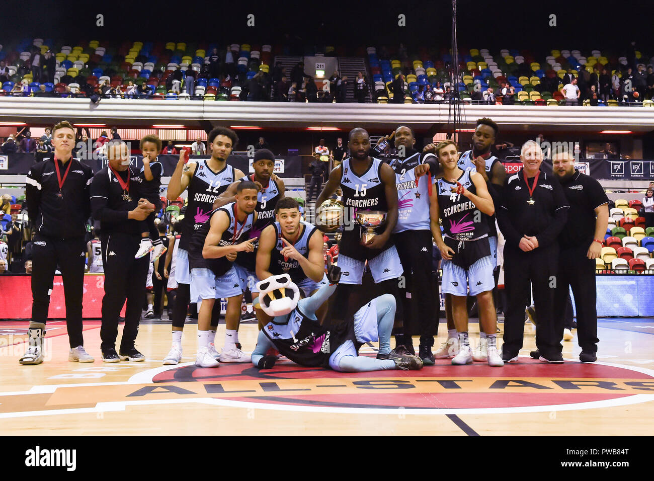 London, UK. 14th Oct, 2018. The team of Surrey Scorchers at winner's presentation during British Basketball - ALL STARS BASKETBALL 2018 at Copper Box Arena on Sunday, 14 October 2018. LONDON ENGLAND.  (Editorial use only, license required for commercial use. No use in betting, games or a single club/league/player publications.) Credit: Taka Wu/Alamy Live News Stock Photo