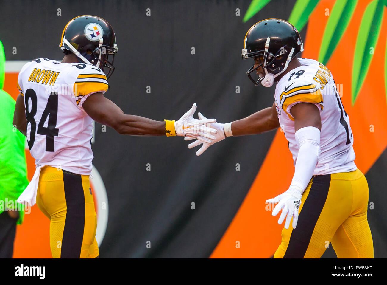 11d417d91 Pittsburgh Steelers wide receiver Antonio Brown (84) celebrates with Pittsburgh  Steelers wide receiver JuJu Smith-Schuster ...