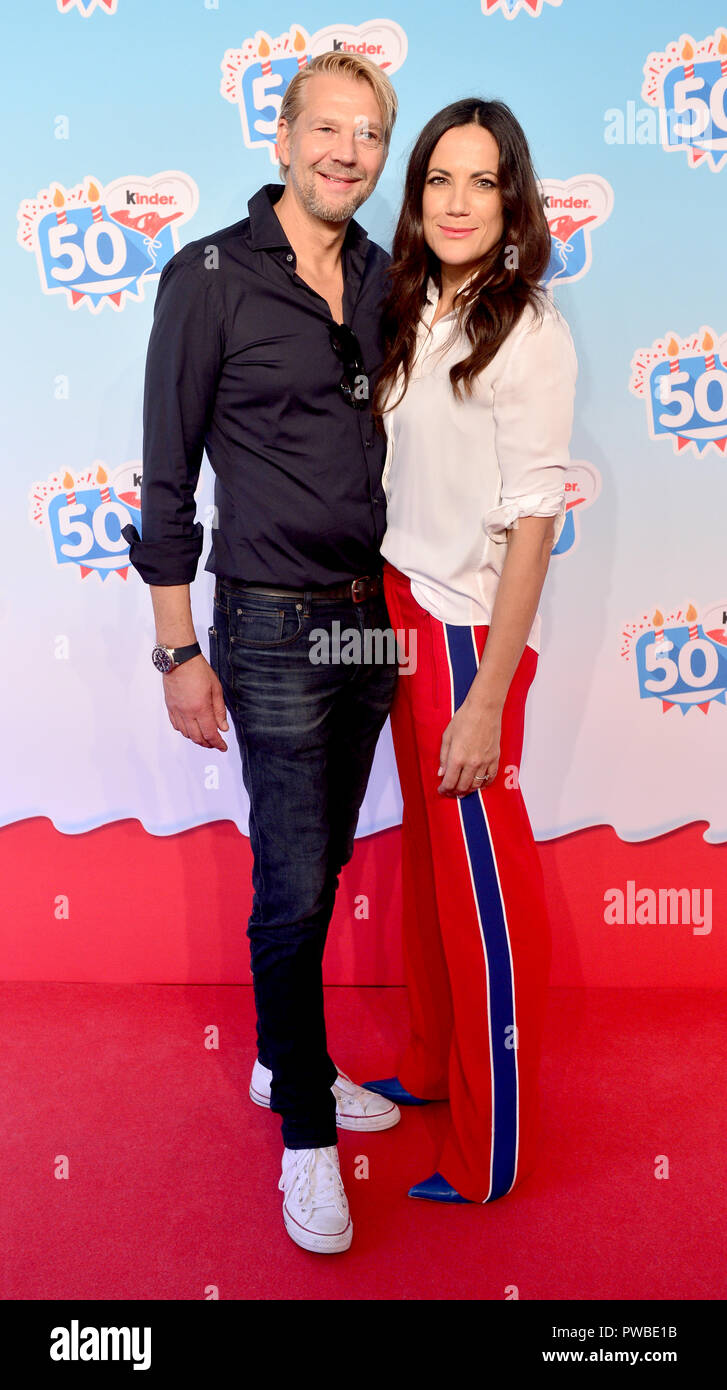 Soltau, Lower Saxony. 14th Oct, 2018. Actor Kai Wiesinger and actress Bettina Zimmermann come to an event of the company Kinder Schokolade in the Heide-Park. The Kinder brand celebrates its 50th anniversary with a family celebration in the park. Credit: Hauke-Christian Dittrich/dpa/Alamy Live News Stock Photo