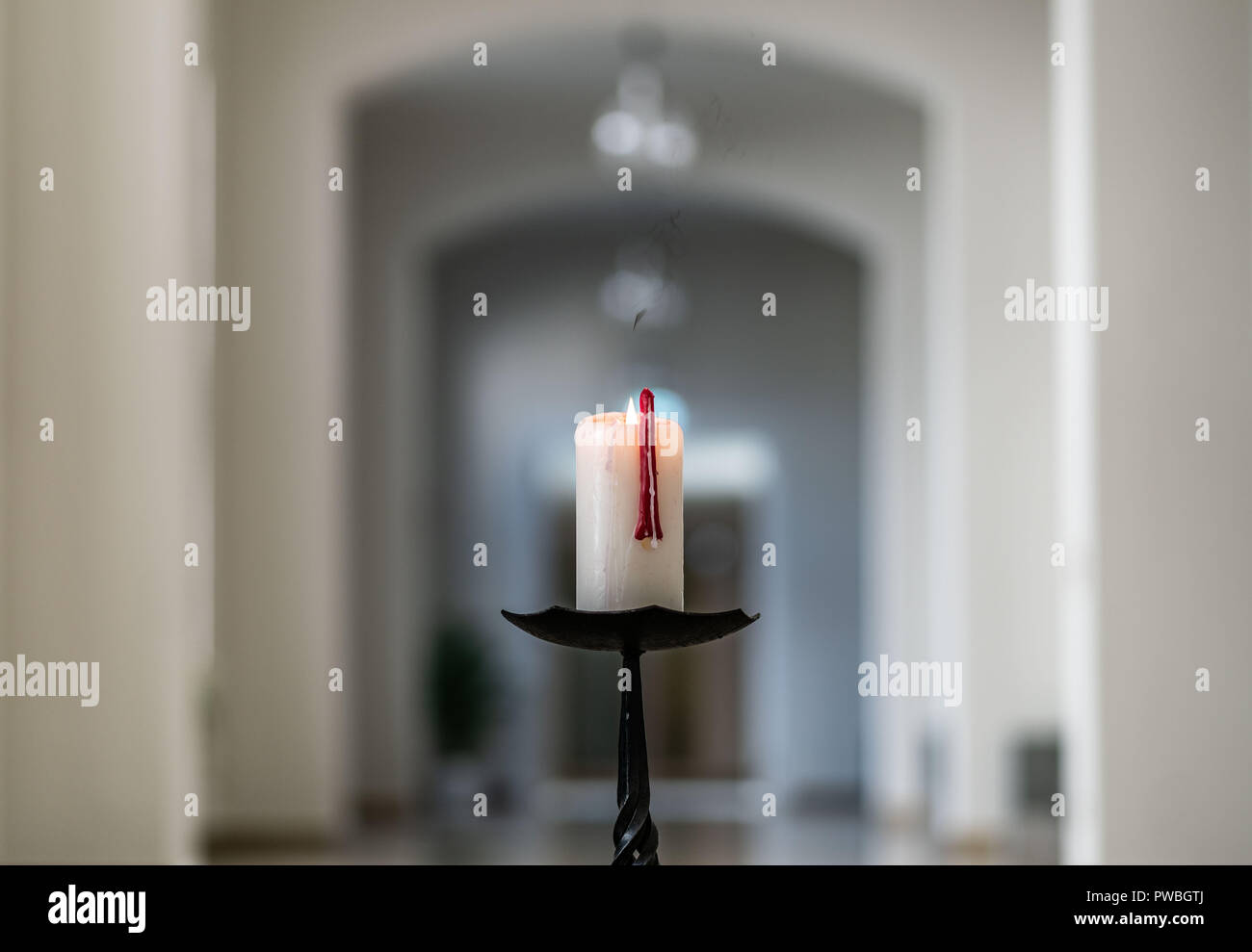 15 October 2018, Hessen, Frankfurt_Main: A candle burns at the entrance of the chapel for the opening service of the semester at the university Sankt Georgen. Following interviews on homosexuality and women, the Vatican checks whether the professor of theology Wucherpfennig receives the declaration of no objection for his work as rector. Photo: Frank Rumpenhorst/dpa - Stock Image