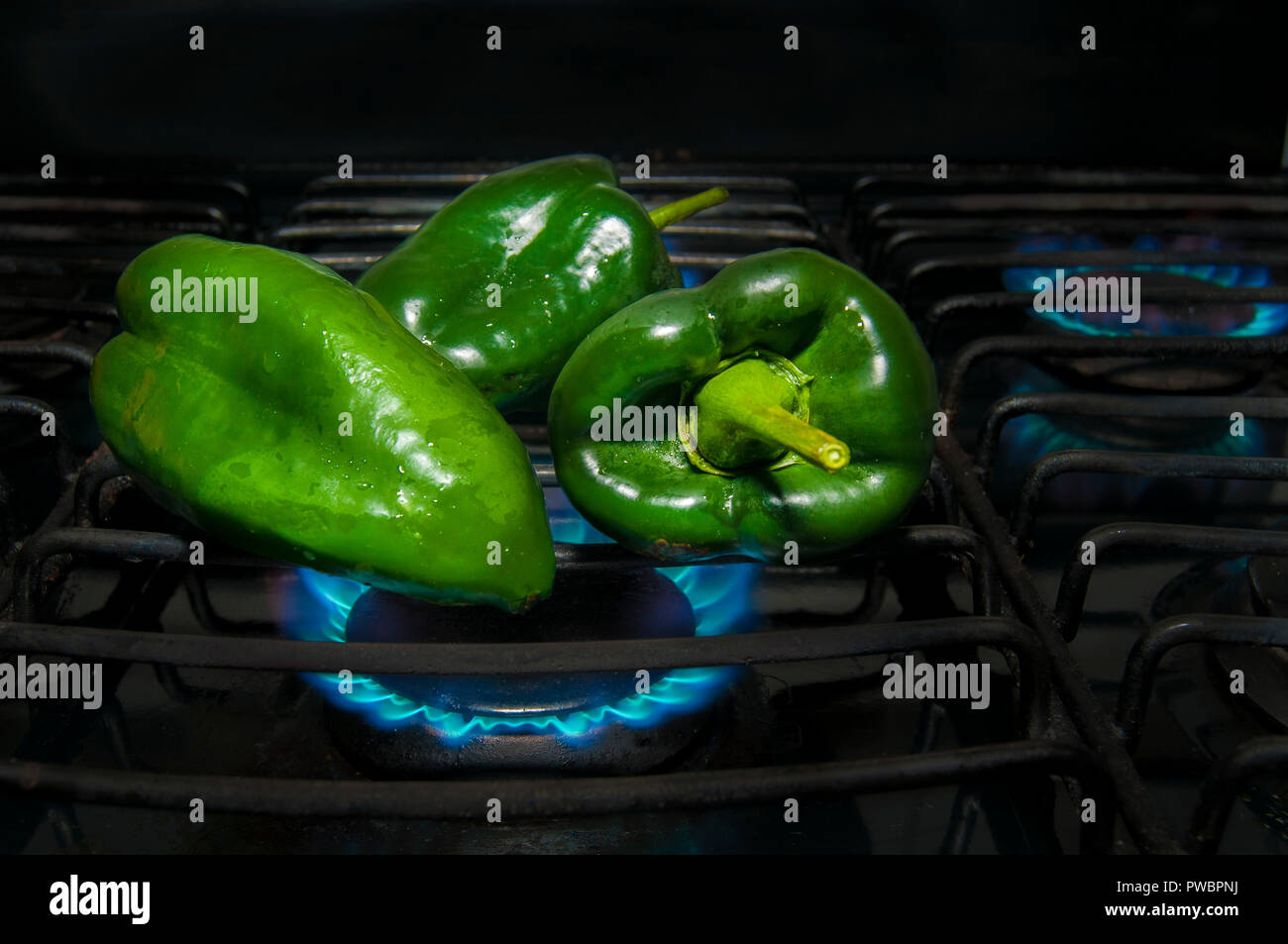 Procedure to peel CHILES PASILLA, in order to prepare chiles rellenos or rajas (a mexican food dish) Stock Photo