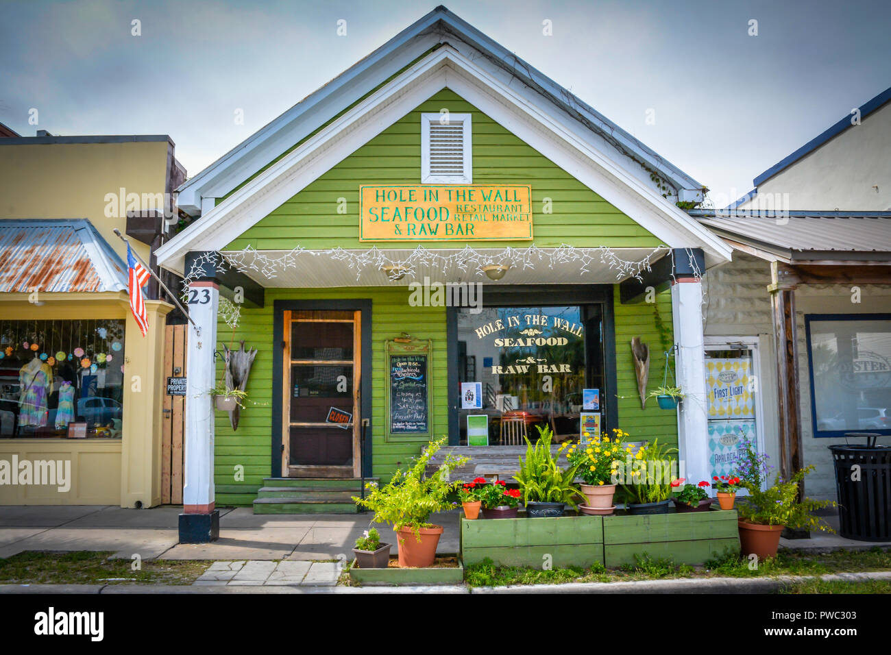 Terrific The Hole In The Wall Seafood And Raw Bar In Apalachicola Fl Download Free Architecture Designs Momecebritishbridgeorg