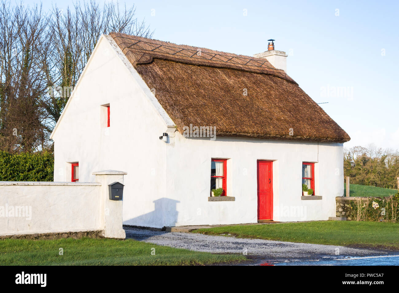 A typical Irish thatched cottage, near the village of Cong, straddling the borders of County Galway and County Mayo, in Ireland. Stock Photo