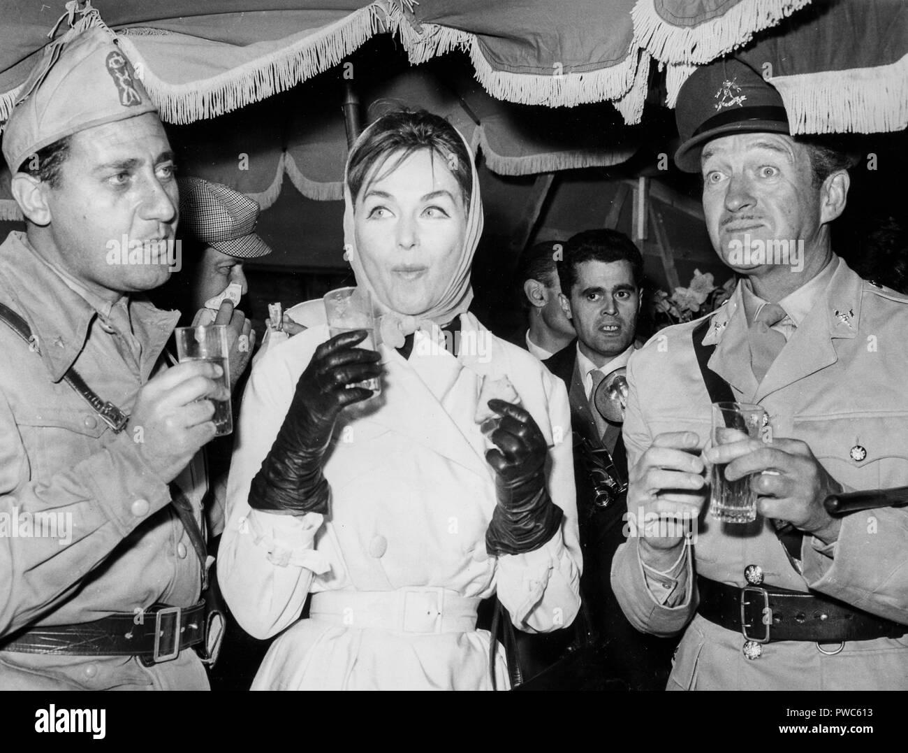 david niven, hjordis paulina tersmeden, alberto sordi, the best of enemies, 1961 - Stock Image
